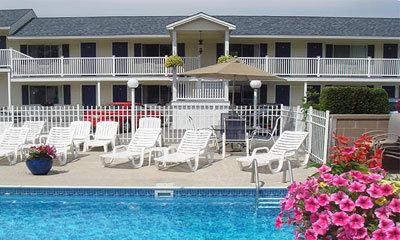 Footbridge Beach Motel